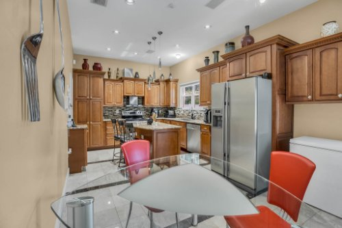 1755-E-Lagoon-Cir.-Clearwater--FL-33765--12--Kitchen-1---1.jpg