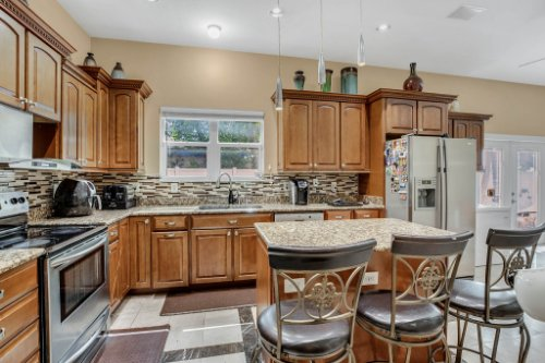 1755-E-Lagoon-Cir.-Clearwater--FL-33765--14--Kitchen-1-----3.jpg