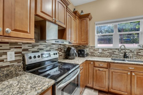1755-E-Lagoon-Cir.-Clearwater--FL-33765--15--Kitchen-1----4.jpg