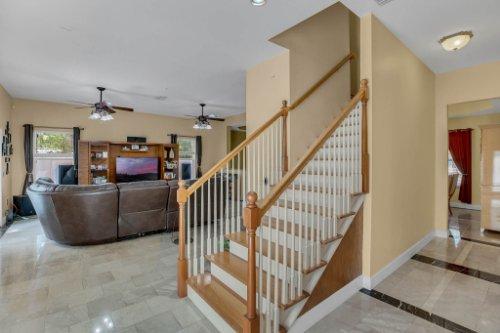 1755-E-Lagoon-Cir.-Clearwater--FL-33765--18--Stairs-1---2.jpg