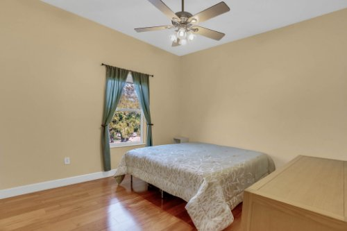 1755-E-Lagoon-Cir.-Clearwater--FL-33765--19--Bedroom-2.jpg