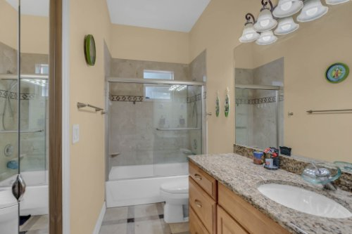 1755-E-Lagoon-Cir.-Clearwater--FL-33765--31--Main-Bath-1---1.jpg