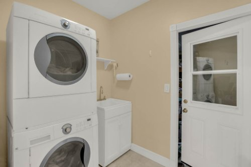 1755-E-Lagoon-Cir.-Clearwater--FL-33765--33--Laundry-Room.jpg