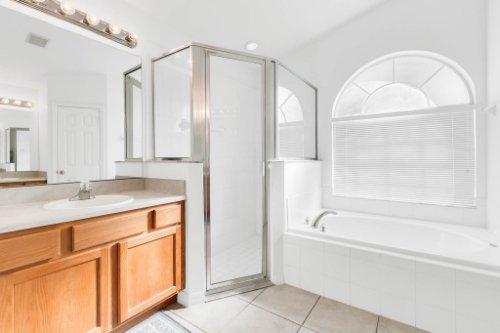 15931-Heron-Hill-St--Clermont--FL-34714----23---Master-Bathroom.jpg