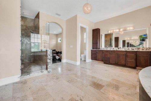 2490-Zuni-Rd--St-Cloud--FL-34771----26---Master-Bathroom.jpg
