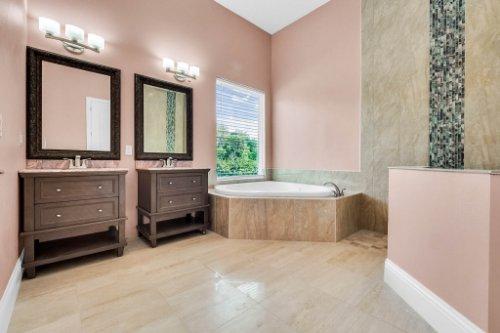 2490-Zuni-Rd--St-Cloud--FL-34771----33---Bathroom.jpg