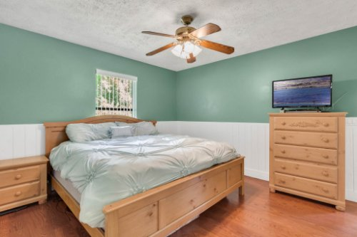 211-W-8th-St--Chuluota--FL-32766----14---Master-Bedroom.jpg