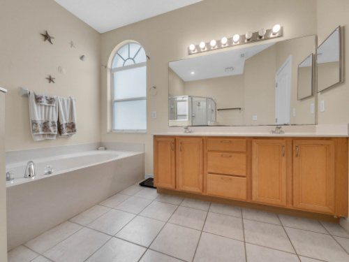 1310-Royal-St-George-Dr--Orlando--FL-32828----24---Master-Bathroom.jpg