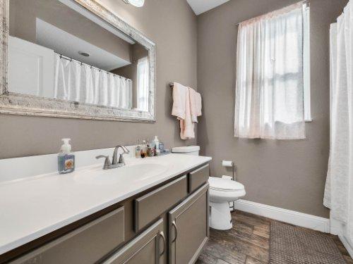 1029-Hanging-Vine-Point--Longwood--FL-32750----29---Bathroom.jpg