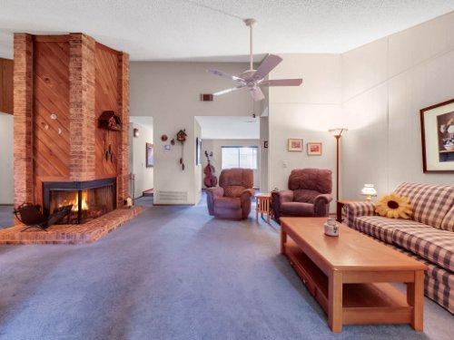 544-Tiberon-Cove-Rd--Longwood--FL-32750----10---Family-Room.jpg