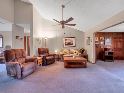 544-Tiberon-Cove-Rd--Longwood--FL-32750----11---Family-Room.jpg