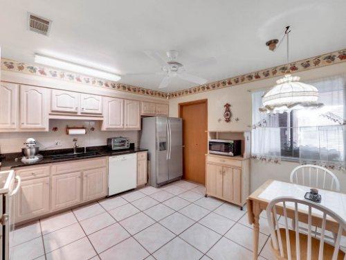 544-Tiberon-Cove-Rd--Longwood--FL-32750----15---Kitchen.jpg