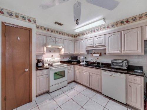 544-Tiberon-Cove-Rd--Longwood--FL-32750----17---Kitchen.jpg
