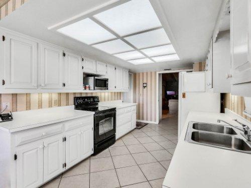 1418-Villa-Hill-Ct--Apopka--FL-32712----15---Kitchen.jpg