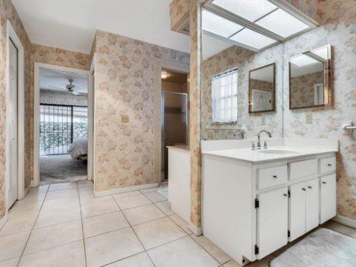 1418-Villa-Hill-Ct--Apopka--FL-32712----20---Master-Bathroom.jpg