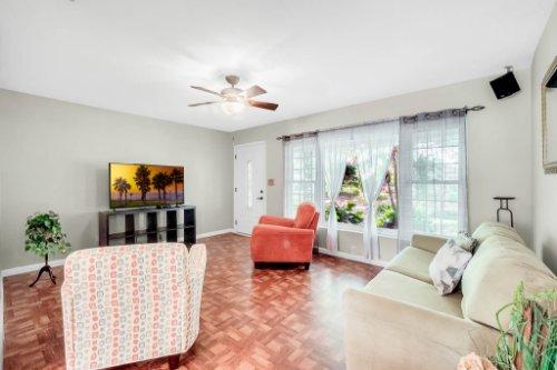 157-Birchwood-Dr--Maitland--FL-32751----05---Family-Room.jpg