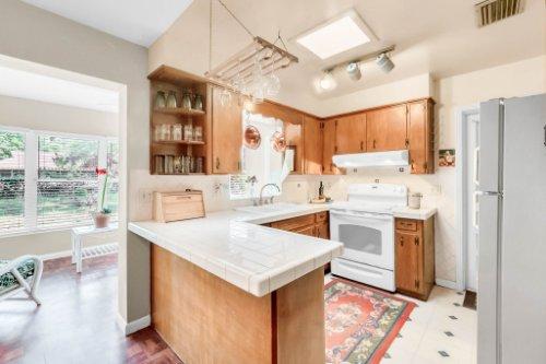 157-Birchwood-Dr--Maitland--FL-32751----10---Kitchen.jpg