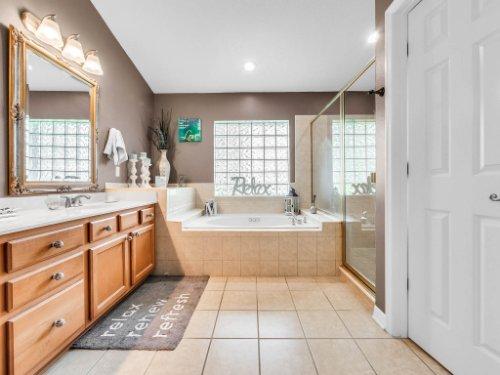 2769-Teak-Pl--Lake-Mary--FL-32746----26---Master-Bathroom.jpg