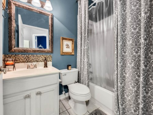 2769-Teak-Pl--Lake-Mary--FL-32746----33---Bathroom.jpg