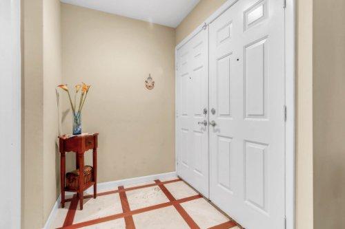 3928-Rose-Petal-Ln--Orlando--FL-32808----06---Foyer.jpg