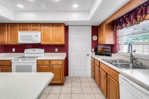 3928-Rose-Petal-Ln--Orlando--FL-32808----13---Kitchen.jpg