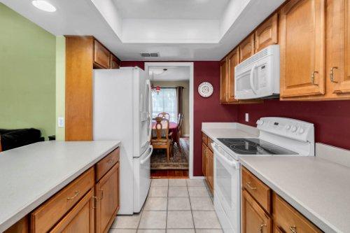 3928-Rose-Petal-Ln--Orlando--FL-32808----14---Kitchen.jpg