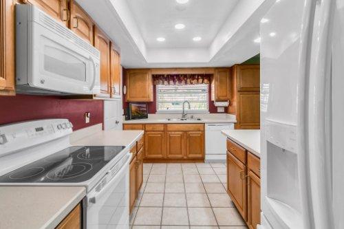 3928-Rose-Petal-Ln--Orlando--FL-32808----15---Kitchen.jpg