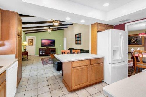 3928-Rose-Petal-Ln--Orlando--FL-32808----16---Kitchen.jpg