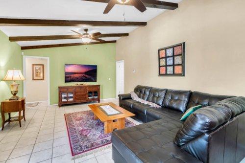 3928-Rose-Petal-Ln--Orlando--FL-32808----17---Family-Room.jpg