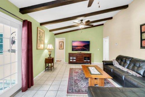 3928-Rose-Petal-Ln--Orlando--FL-32808----18---Family-Room.jpg