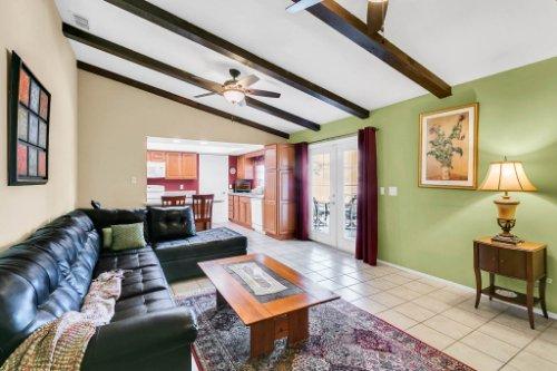 3928-Rose-Petal-Ln--Orlando--FL-32808----20---Family-Room.jpg