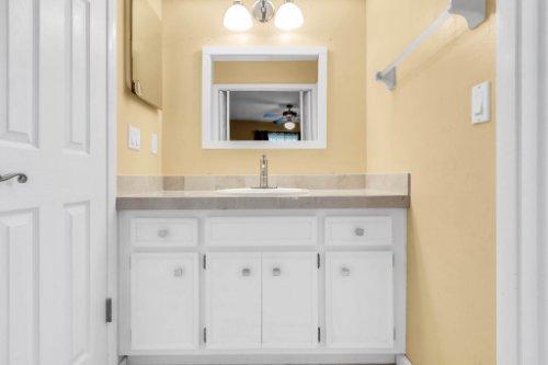 3928-Rose-Petal-Ln--Orlando--FL-32808----24---Master-Bathroom.jpg