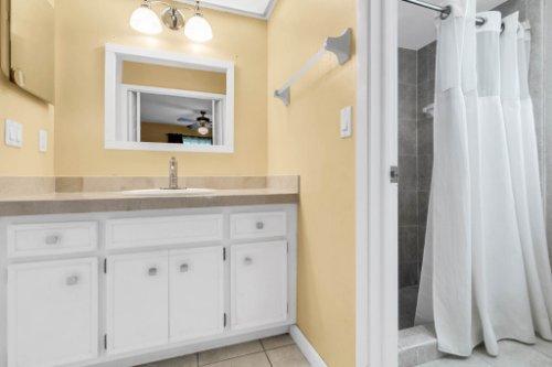 3928-Rose-Petal-Ln--Orlando--FL-32808----25---Master-Bathroom.jpg