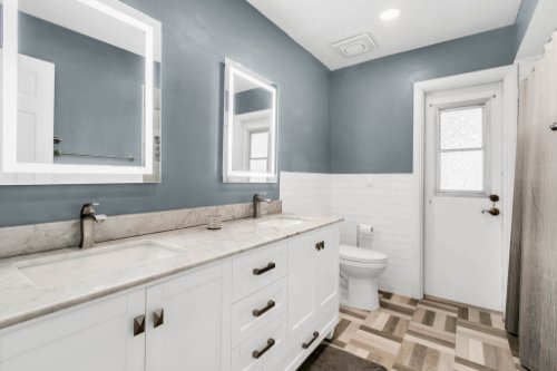 3928-Rose-Petal-Ln--Orlando--FL-32808----29---Bathroom.jpg