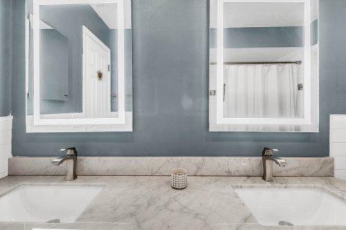 3928-Rose-Petal-Ln--Orlando--FL-32808----30---Bathroom.jpg