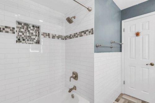 3928-Rose-Petal-Ln--Orlando--FL-32808----31---Bathroom.jpg