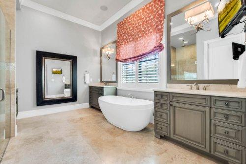 12247-Montalcino-Cir--Windermere--FL-34786----23---Master-Bathroom.jpg