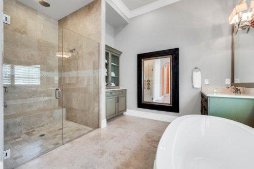 12247-Montalcino-Cir--Windermere--FL-34786----24---Master-Bathroom.jpg