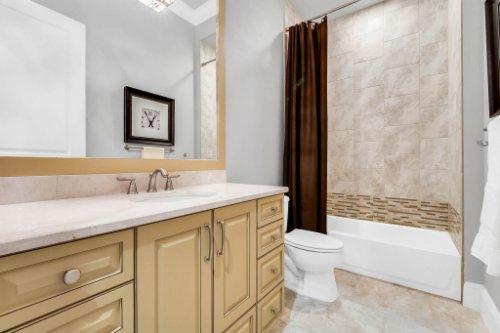 12247-Montalcino-Cir--Windermere--FL-34786----29---Bathroom.jpg