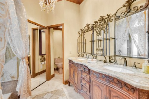 2636-Clementon-Park-Ct--Orlando--FL-32835----24---Master-Bathroom.jpg