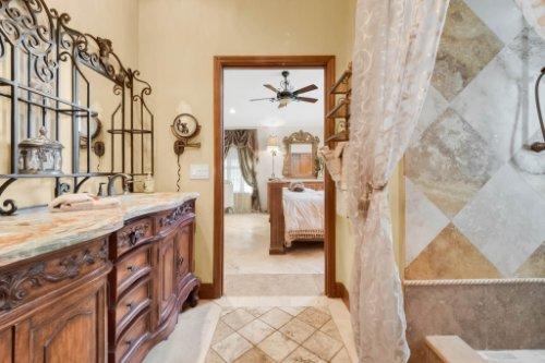 2636-Clementon-Park-Ct--Orlando--FL-32835----26---Master-Bathroom.jpg