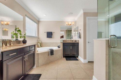 4239-Caplock-St--Clermont--FL-34711----21---Master-Bathroom.jpg