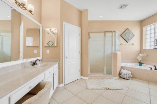 236-Bald-Eagle-Run--Lake-Mary--FL-32746----28---Master-Bathroom.jpg