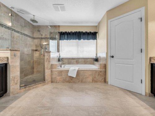 14356-Nottingham-Way-Cir--Orlando--FL-32828----28---Master-Bathroom.jpg