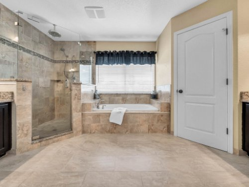 14356-Nottingham-Way-Cir--Orlando--FL-32828----28---Master-Bathroom.jpg