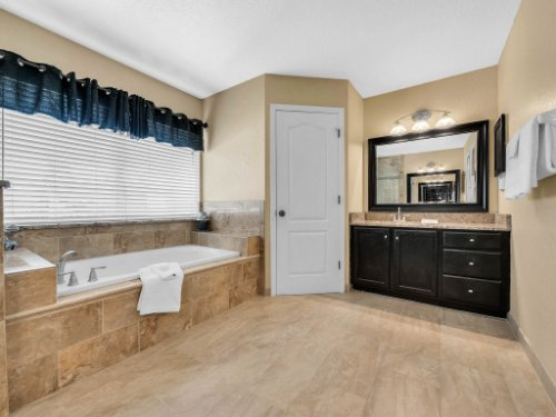 14356-Nottingham-Way-Cir--Orlando--FL-32828----30---Master-Bathroom.jpg