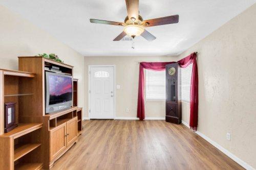 1036-Santa-Anita-St--Orlando--FL-32808----04---Family-Room.jpg