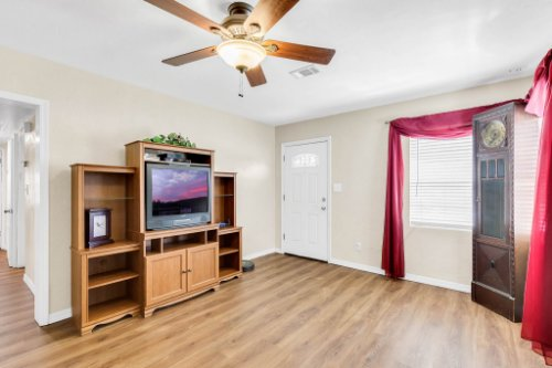 1036-Santa-Anita-St--Orlando--FL-32808----05---Family-Room.jpg