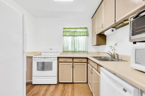1036-Santa-Anita-St--Orlando--FL-32808----11---Kitchen.jpg