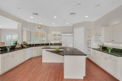 9400-Sloane-St--Orlando--FL-32827----20---Kitchen.jpg